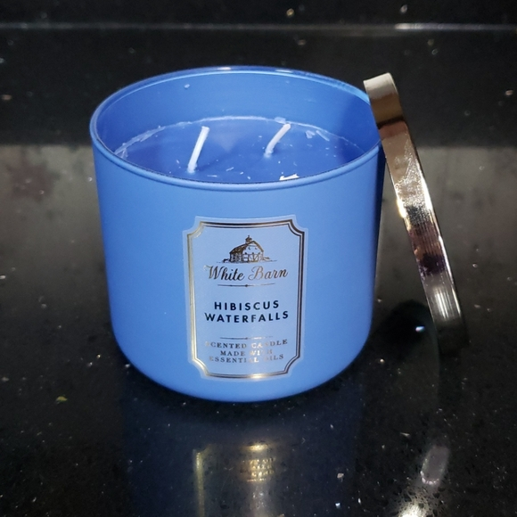 New BBW 3 Wick Candle- Hibiscus Waterfalls